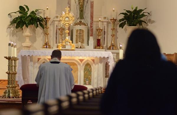 WILM_090712_eucharistprotestAI.jpg (600×391)